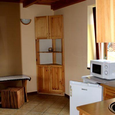 D3 - salon z kominkiem i aneksem kuchennym