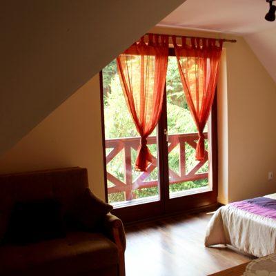 D4 - sypialnia z łóżkiem małżeńskim i rozkładaną sofą